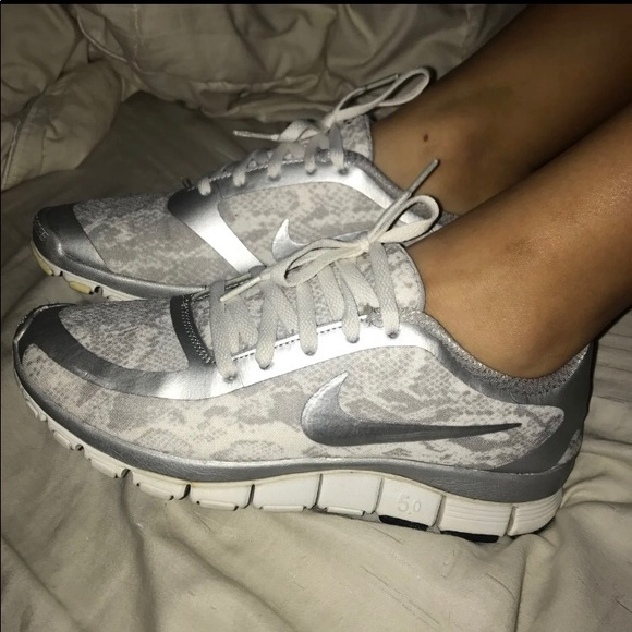 more photos 4848b 02ee8 Women s Nike Free Run 5.0 Silver White Sz 8. M 5c3c0b49c9bf5040a17f0918